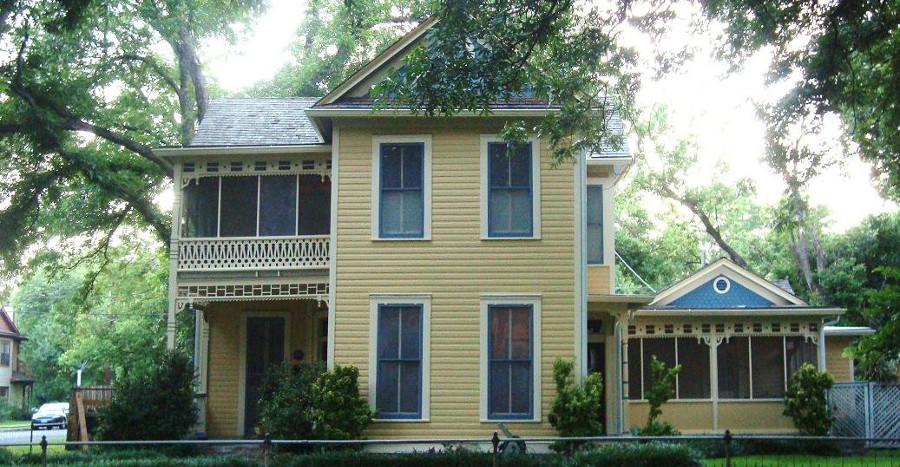 historic yellow house in hyde park